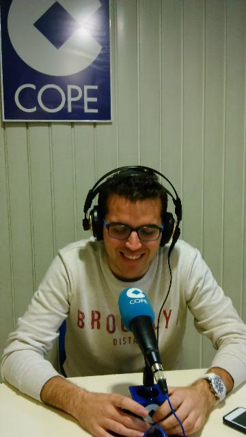 Carlos rient