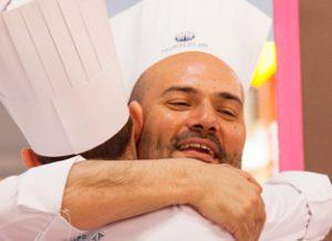 Raúl Resino abrazo